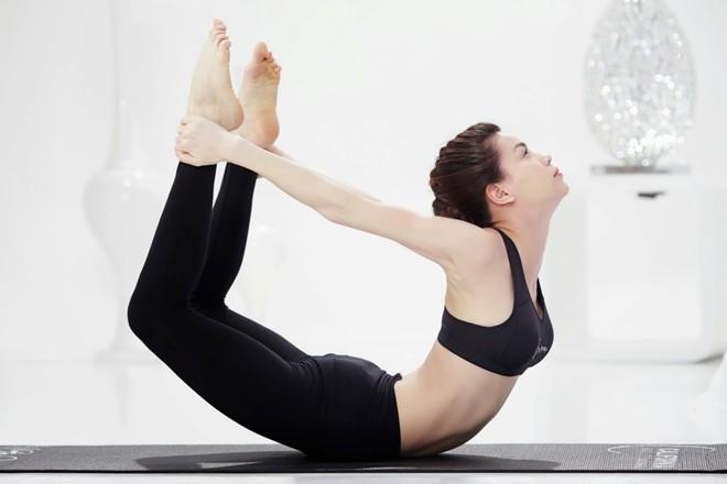Bài tập giảm mỡ bụng tại nhà hiệu quả - động tác cánh cung