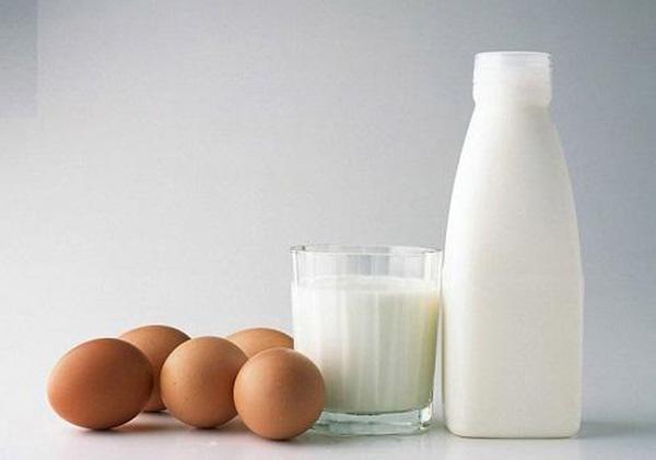 cách làm mặt nạ lòng đỏ trứng gà và sữa tươi